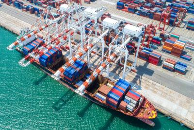 インポートエクスポートおよびビジネスロジスティックのコンテナ船